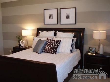 美女型男背后的风景 床头墙面设计