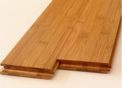 地板安装是件比较麻烦的事情,摆放位置什么的都要经过准确测量;而锁扣