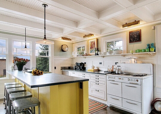 开放式厨房中需要拥有足够的储物空间,无需在台面放置太多的厨房