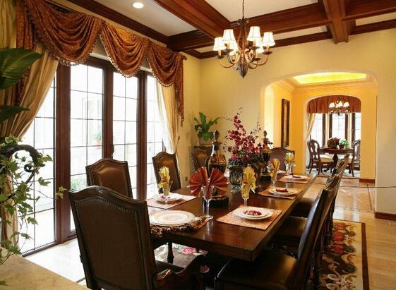 餐厅与客厅并用随意,体现了美国生活方式的随意.