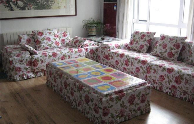 布艺沙发通常为可拆卸沙发套