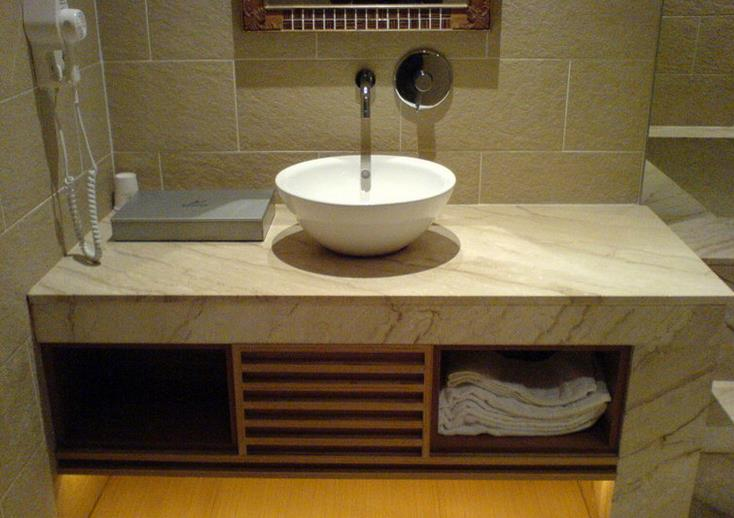 卫浴间洗手台的清洁护理
