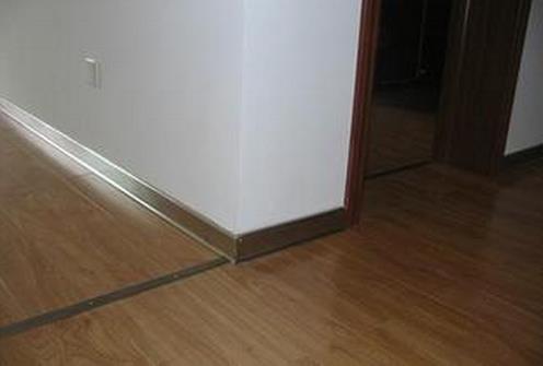 泥木阶段踢脚线的安装步骤 踢脚线的材质选购