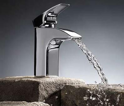 很多人觉得家里买冷热式水龙头但只连接一根进水