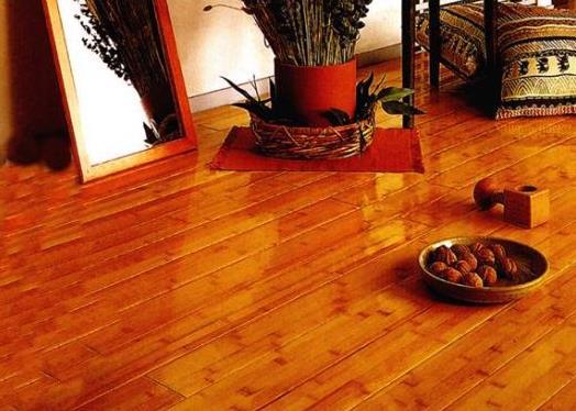 竹地板的注意事项如下:竹木地板的结构一般分为uv漆层,装饰层,基材层