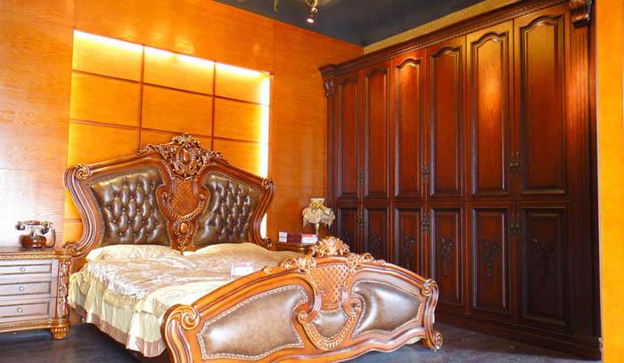 展厅实木衣柜和配套实木床   展厅吸塑系列吸塑装饰书柜   展厅吸塑系
