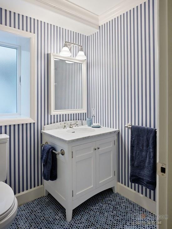 卫生间蓝白条纹壁纸贴图装修效果图