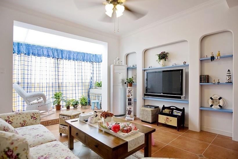 地中海风格客厅电视背景墙装修效果图 蓝色格子客厅窗帘图片 (3/5)
