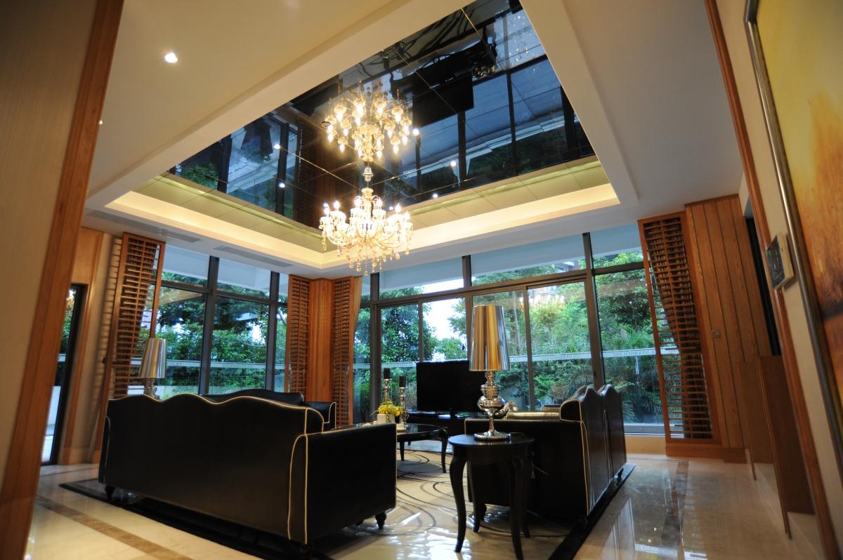 现代风格别墅客厅玻璃吊顶装修效果图装修效果图