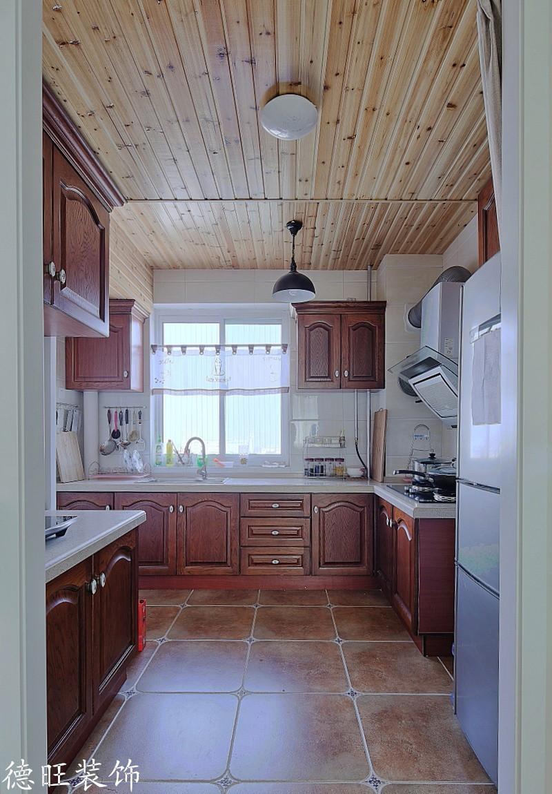 美式风格家庭厨房实木橱柜装修效果图片 (1/5)图片