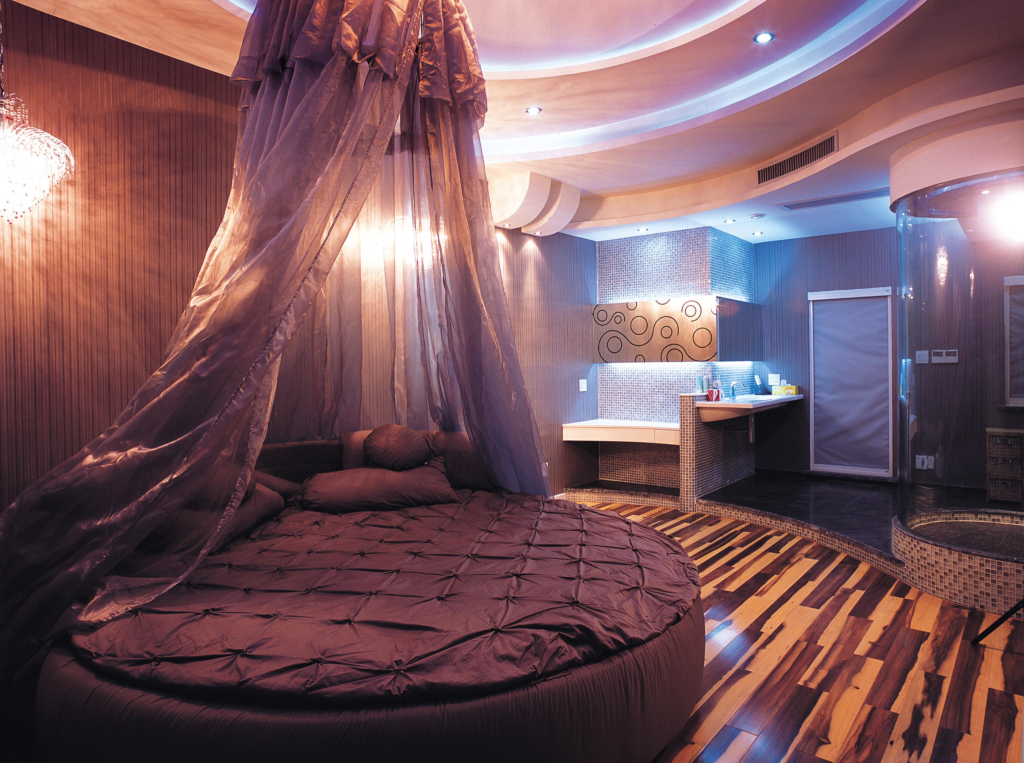 现代风格卧室圆床图片装修效果图