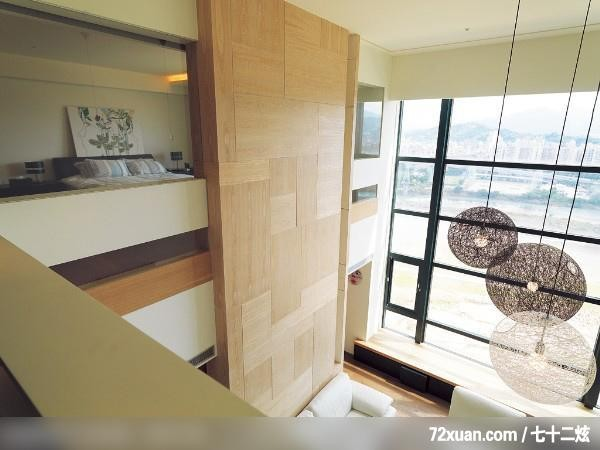 周建志,客厅,穿透设计,造型沙发背墙,造型灯光,挑高设计,观景窗
