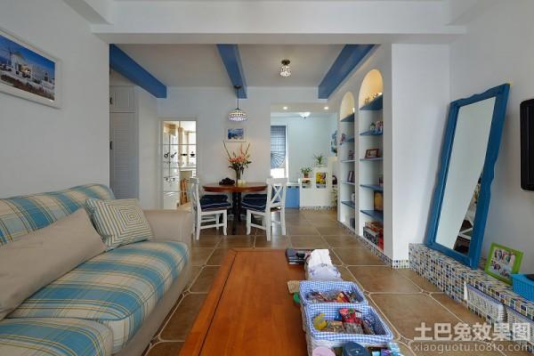地中海风格三居 蓝色海洋白沙滩的异域风情 地中海卧室给人一种白得纯净,蓝得清爽的感觉。帆船墙纸的加入,让地中海风格呈现得更加生动自如,整个空间意在营造自由、放松、回归大自然的惬意氛围。
