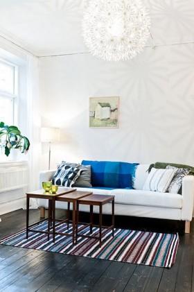 17图集  15  张图片 简约的白色居室,用几幅装饰画来填充整面的白墙.图片