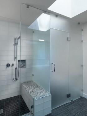 局部门卫生间浴室玻璃门隔断装修效果图