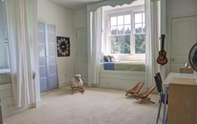 > 小卧室飘窗装修效果图
