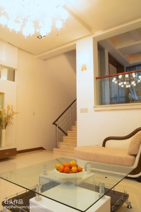 复式客厅复式楼客厅玻璃茶几装修效果图图片