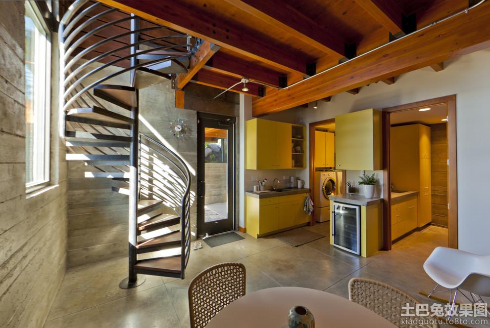 别墅旋转楼梯图片