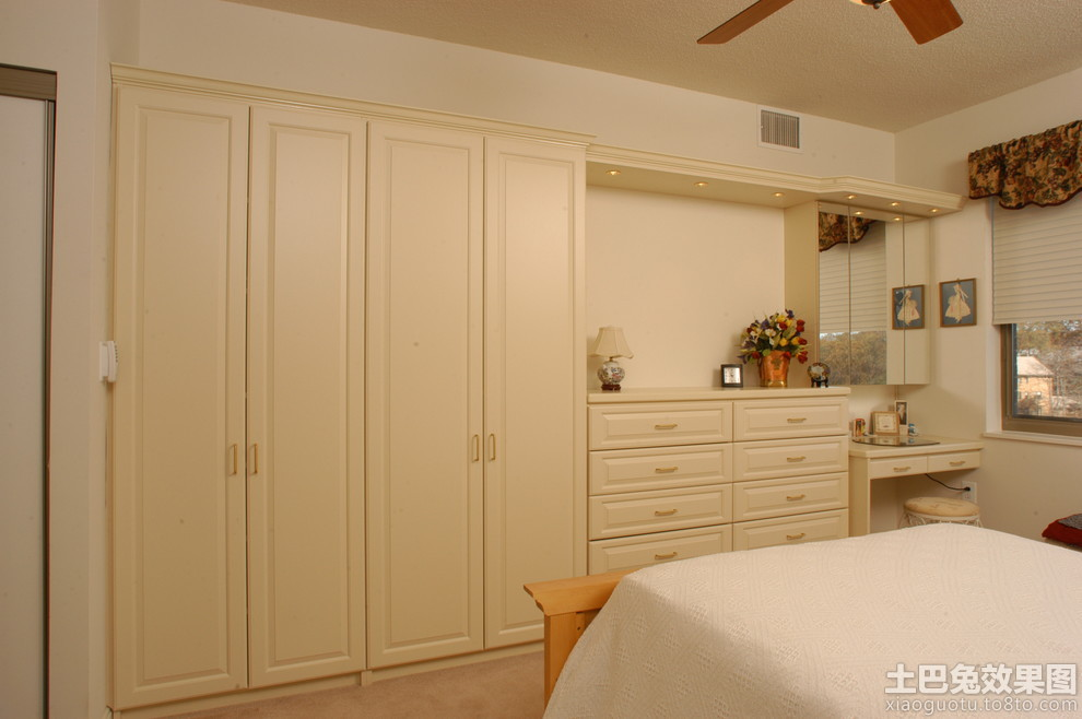 卧室衣柜摆放图片