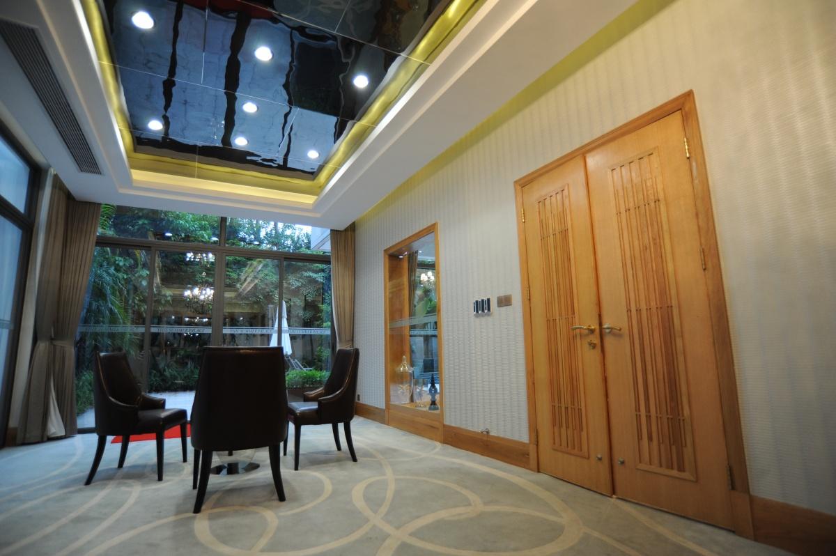 别墅餐厅玻璃吊顶装修效果图