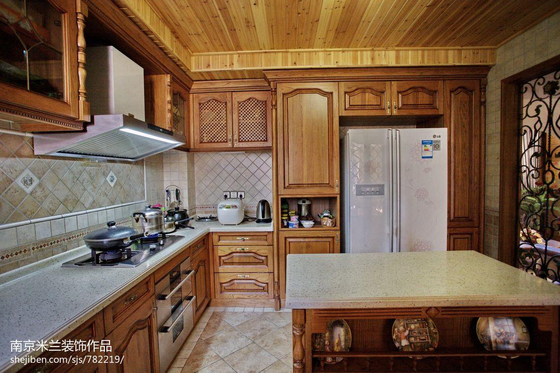 别墅美式厨房实木橱柜效果图