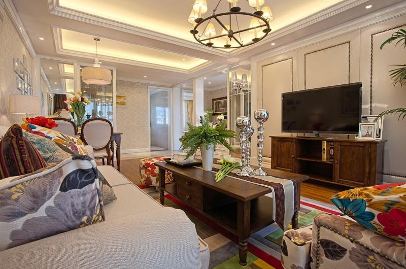 欧式风格两室一厅客厅电视墙效果图
