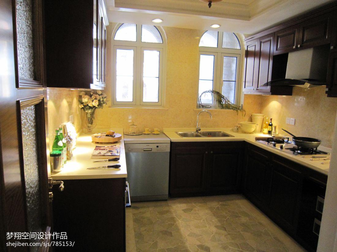现代欧式风格厨房橱柜效果图