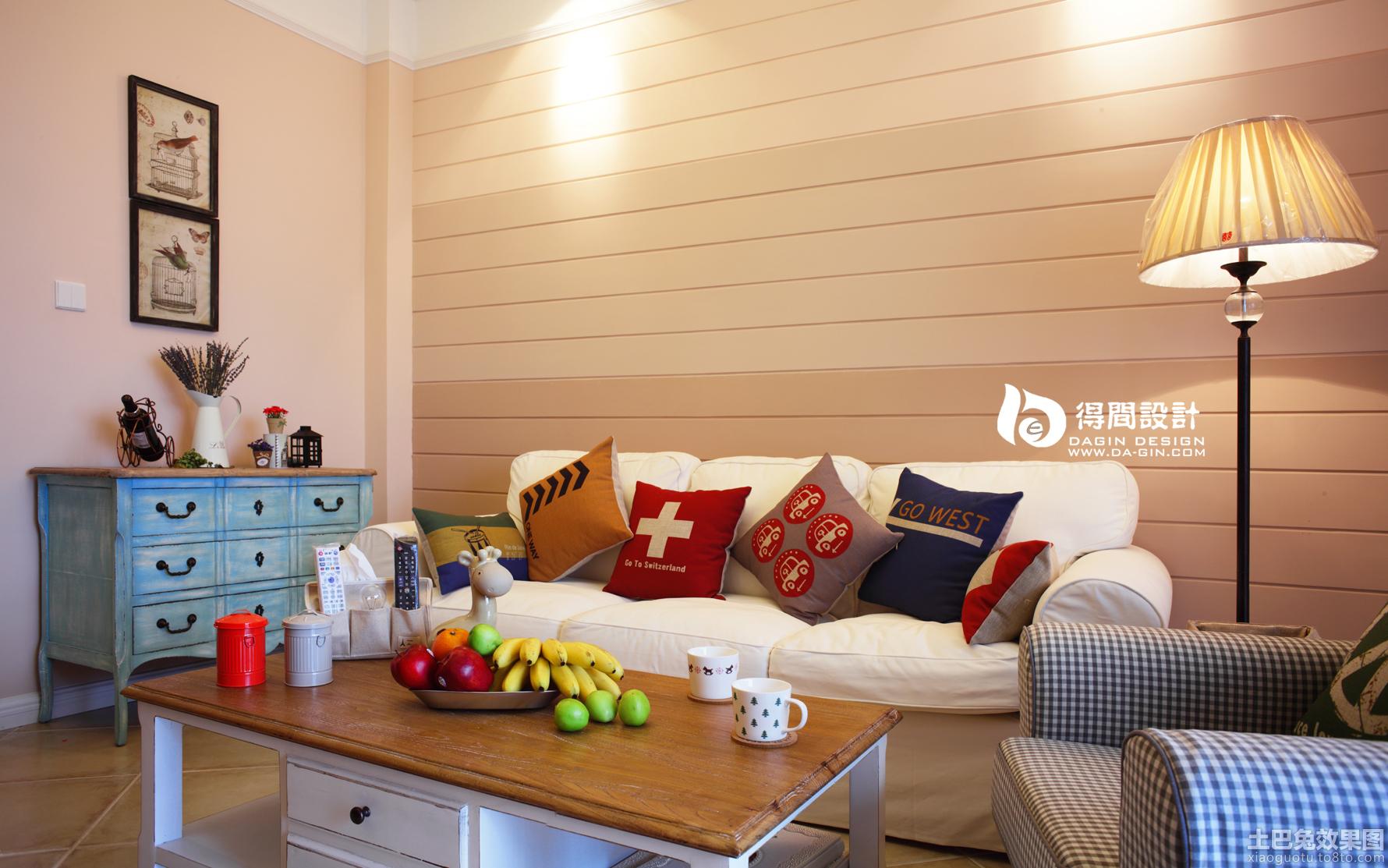 客厅沙发木质背景墙效果图