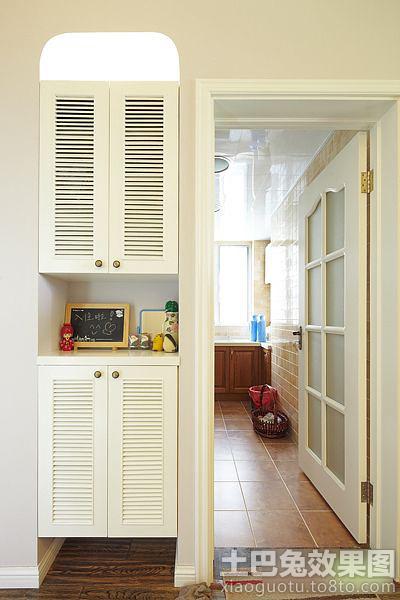 进门处玄关的边上就是我家的厨房,白色的木框玻璃门搭配仿古高清图片