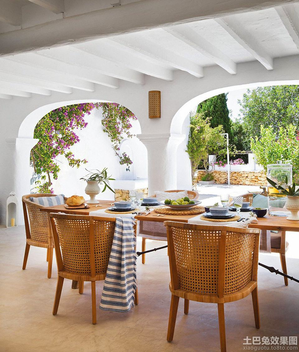简单家庭餐厅实木餐桌椅图片