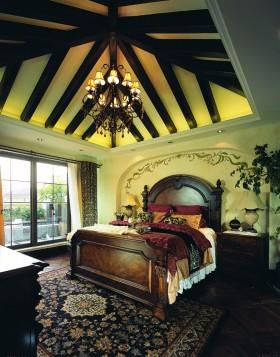 美式风格别墅卧室木梁吊顶装修.