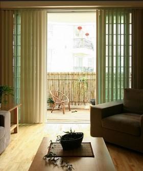 小户型客厅阳台窗帘装修效果图